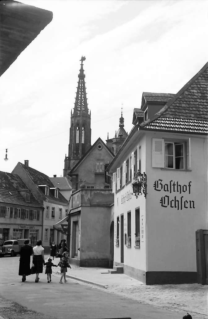 Bühl: Schwanenstraße mit Kirchturm, Bild 1