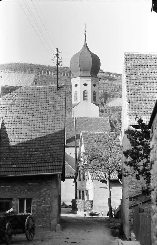 Hecklingen: Gasse und Kirche, Bild 1