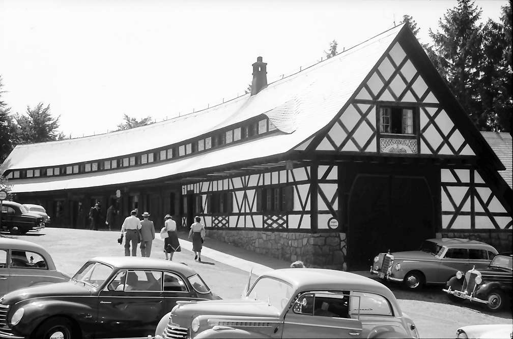 Sasbachwalden: Sternenwirtshaus Hohritt; Gesamtansicht mit Autos, Bild 1