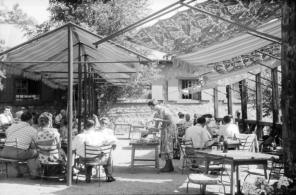 Sasbachwalden: Kaffeetische im Freien, Bild 1