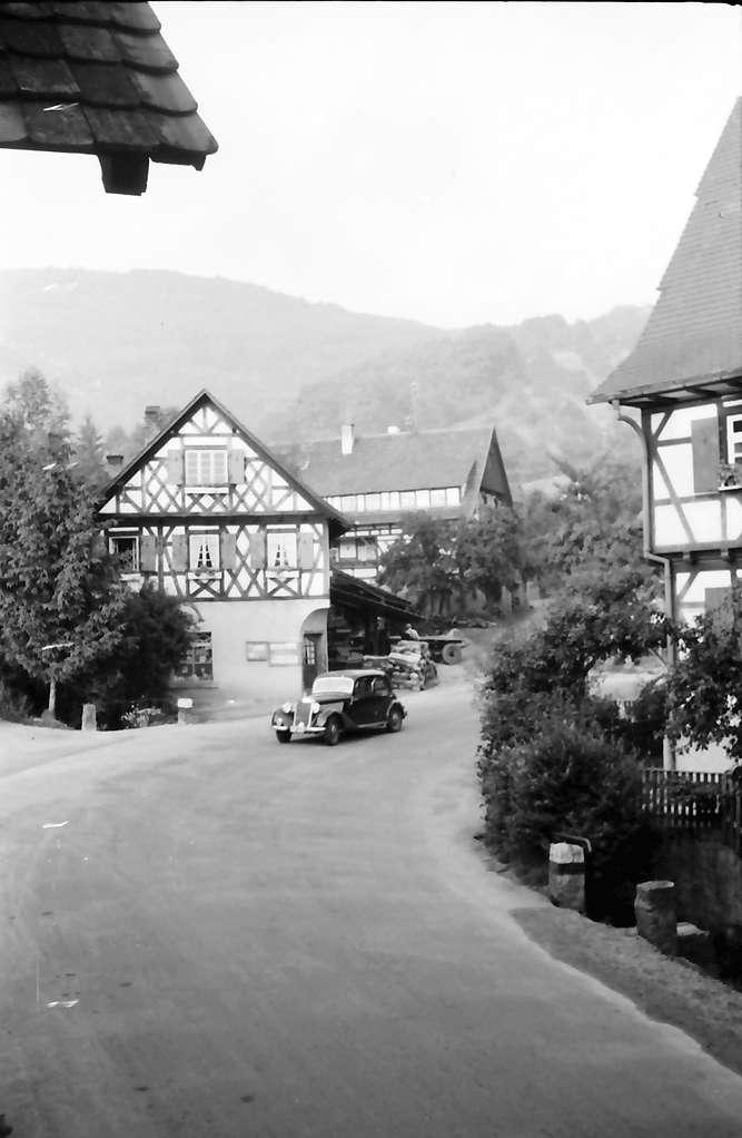 Sasbachwalden: Straße und Fachwerkhaus, Bild 1