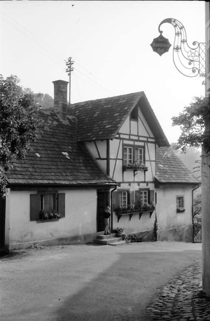 Sasbachwalden: Wirtshausschild - Zum Badischen Hof; näher, Bild 1