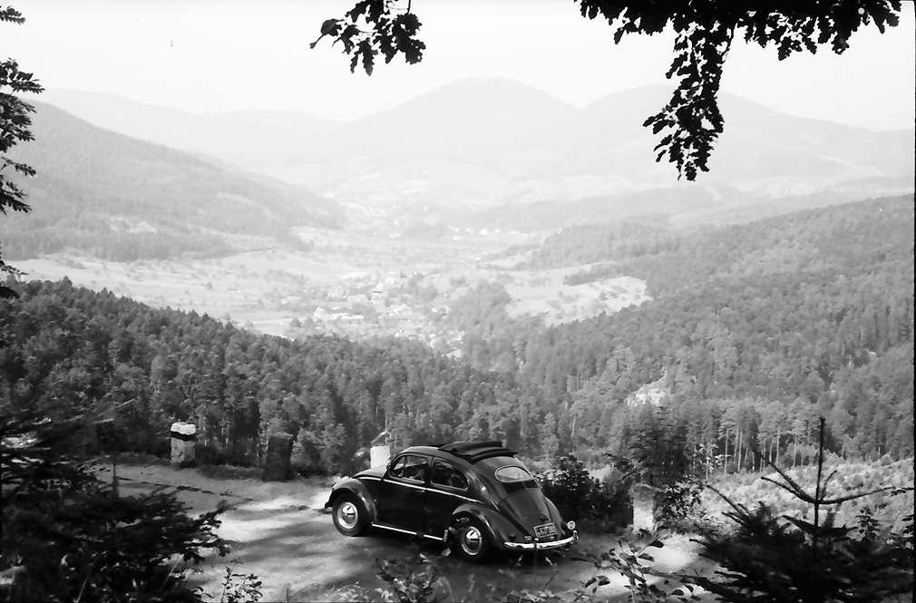 Geroldsau: Blick von der Schwarzwaldhochstraße; Vordergrund VW, Bild 1