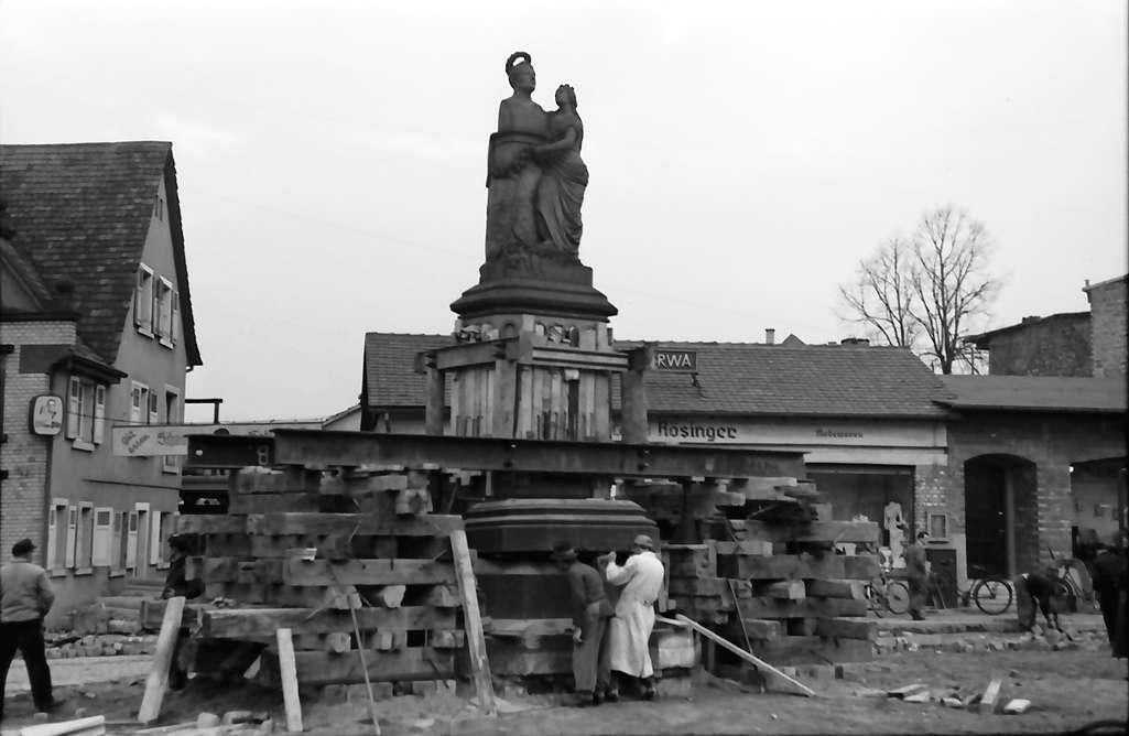 Achern: Leopold zieht um (Denkmal in Achern), Bild 1