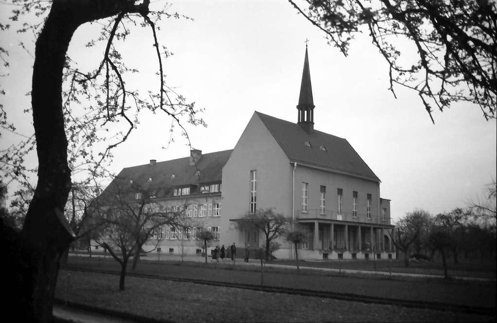 Nonnenweier: Mütterheim; Außenansicht mit Kapelle, Bild 1