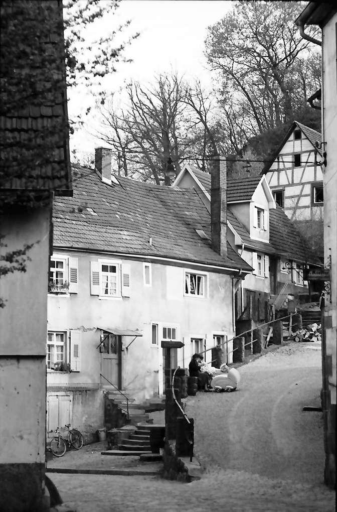 Gernsbach: Gasse und alte Häuser beim Ehrenmal, Bild 1
