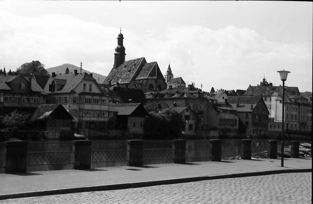 Gernsbach: Partie an der Murg mit Blick auf den Ort, Bild 1