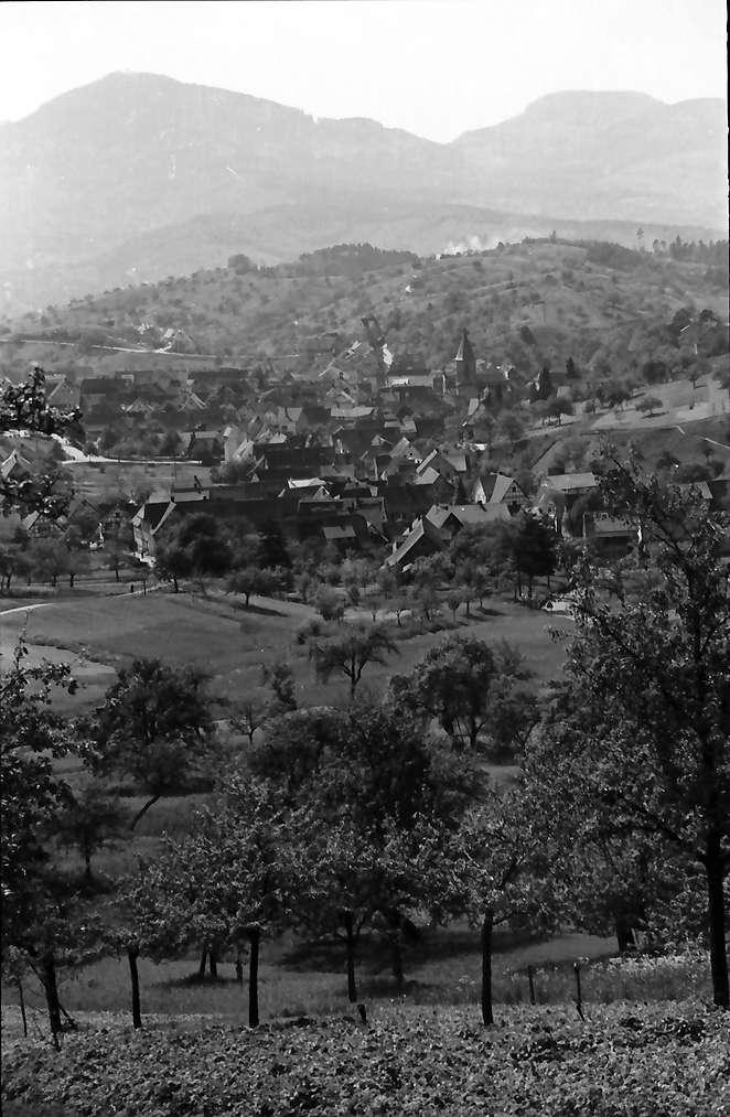 Gernsbach: Blick von der Höhe auf den Ort, Bild 1