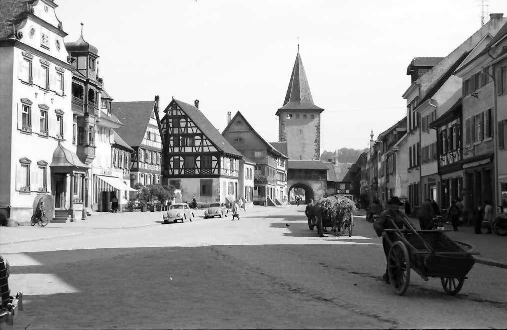 Gengenbach: Straße mit Oberem Tor, Bild 1
