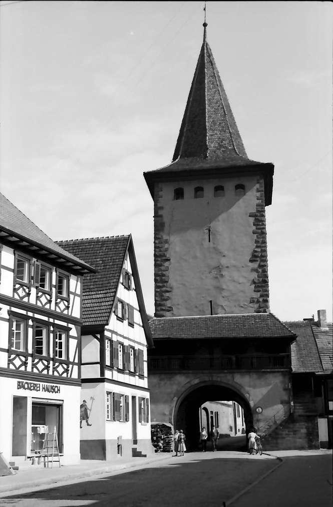 Gengenbach: Straße mit dem Oberen Tor, Bild 1