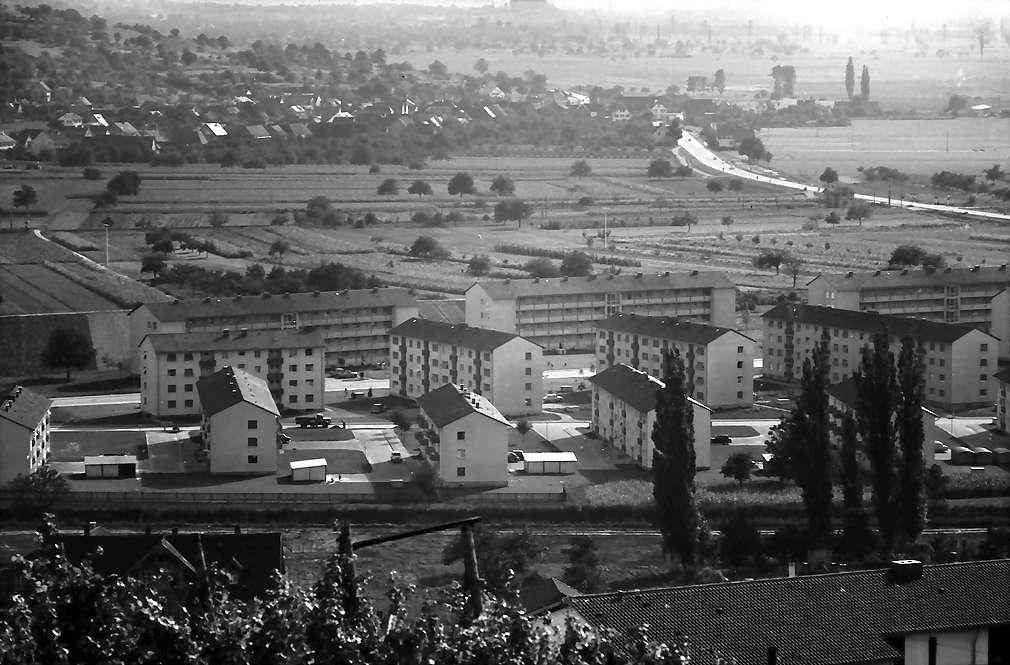 Lahr: Die neue Schwarzwaldstraße und Franzosensiedlung von der Höhe, Bild 1