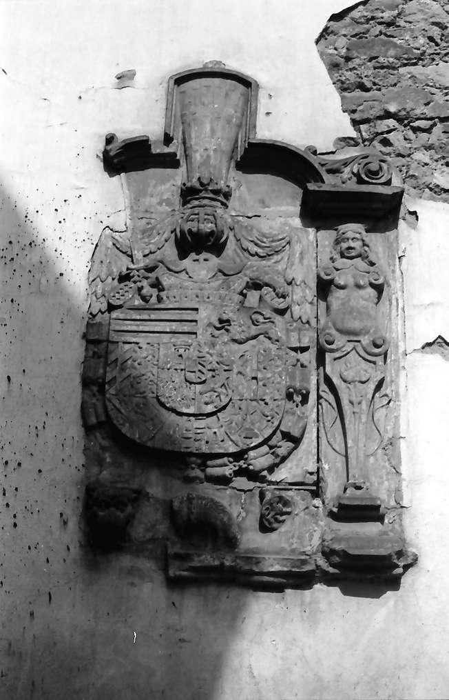 Kenzingen: Wappen im Hof am Rathaus, Bild 1