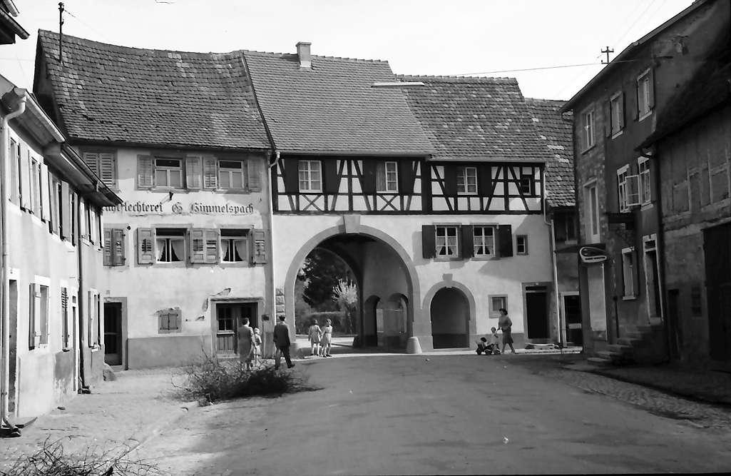 Kenzingen: Blick durch das Schwabentor; von der Stadtseite, Bild 1