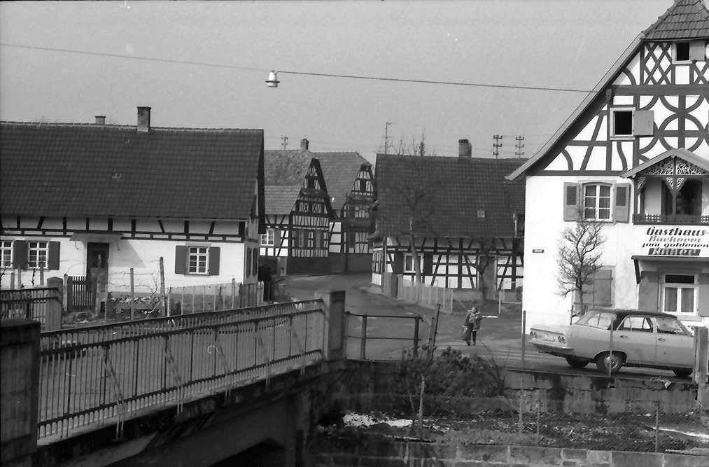 Freistett: Fachwerkhäuser und Rastaurant mit Bäckerei, Bild 1