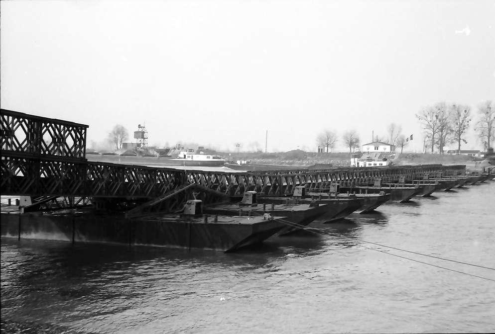 Freistett: Rhein-Pontonbrücke zum elsässischen Ufer, Bild 1