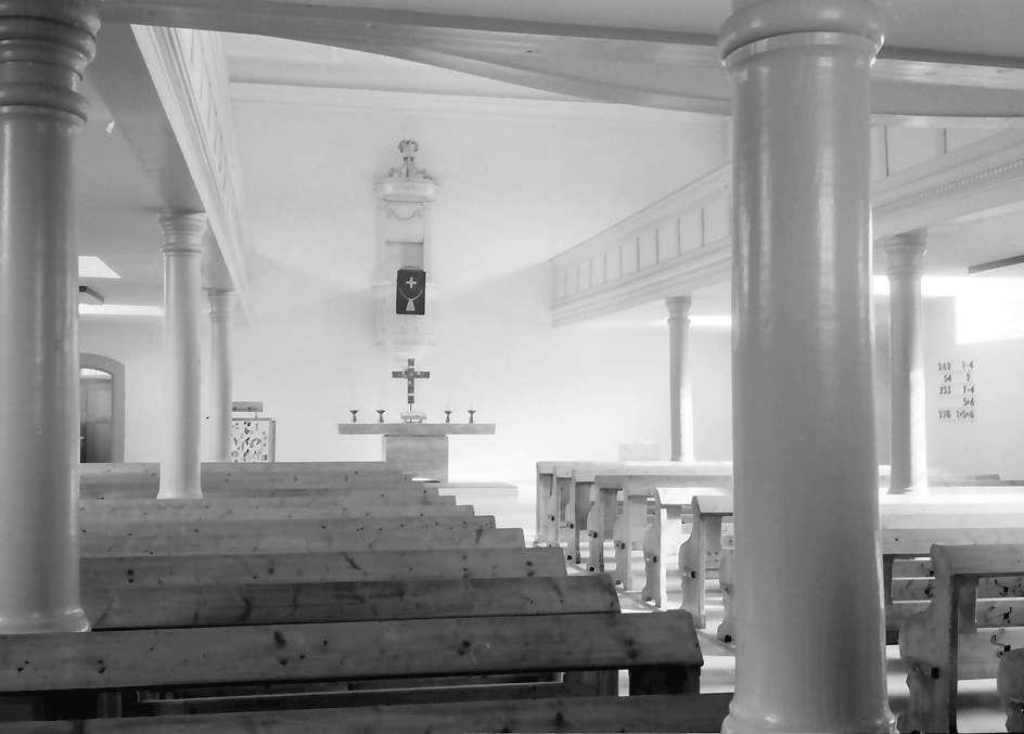 Freistett: Evangelische Kirche; vom Eingang zum Altar und zur Kanzel, Bild 1
