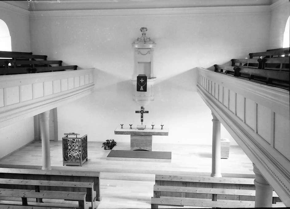 Freistett: Evangelische Kirche; von Empore zum Altar und zur Kanzel, Bild 1