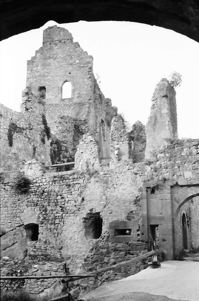Windenreute: Hochburg; Giebelseite von Süd; mit Bogen darüber, Bild 1