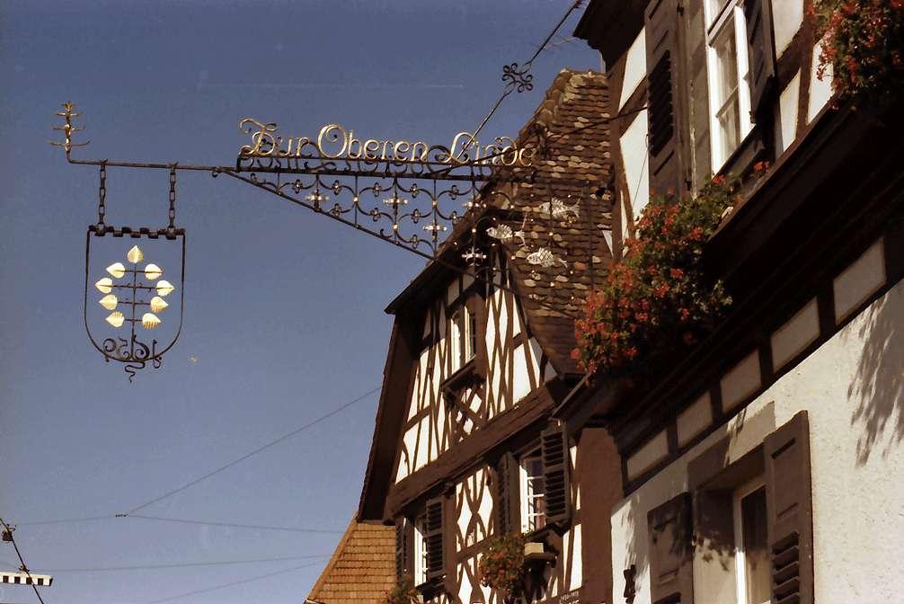 Oberkirch: Historischer Gasthof Obere Linde; Aushängeschild, Bild 1