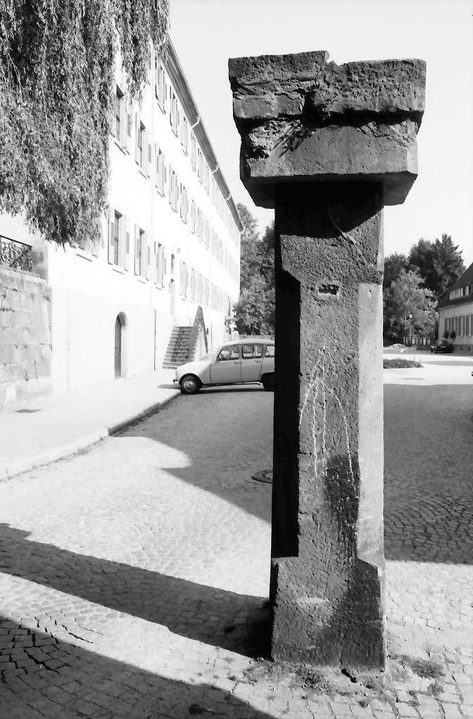 Gengenbach: Stütze; Portalpfeiler an ehemaliger Benediktinerabtei, Bild 1