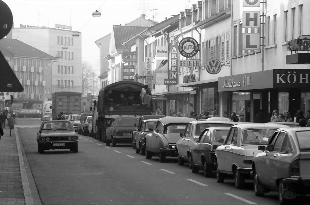 Kehl: Autostau in der Hauptstraße, Bild 1