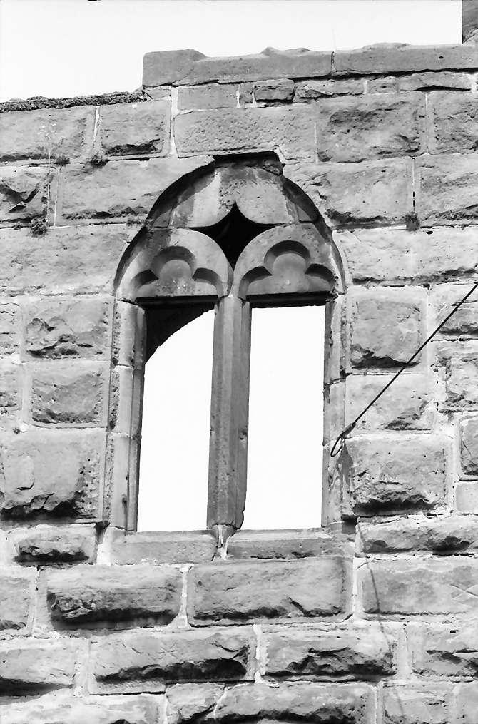 Lahr: Gotisches Fenster am Storchenturm, Ausschnitt, Bild 1
