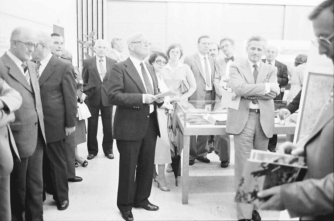 Hinterzarten: Kurhaus; Gruppen mit Landrat Mallebrein der das Bundesverdienstkreuz erhielt, Bild 1