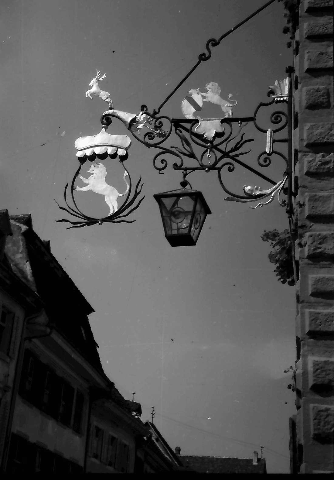 Staufen: Aushängeschild am Wirtshaus Fauststube, Bild 1