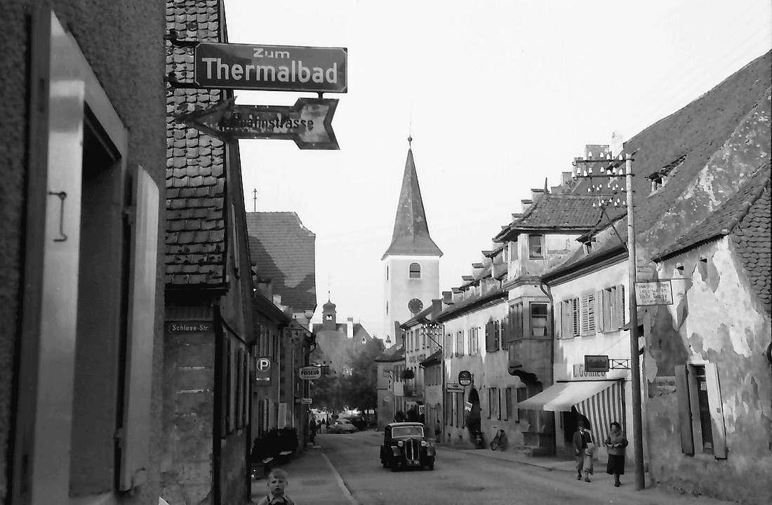 Bad Krozingen: Hauptstraße mit katholischer Kirche, Bild 2
