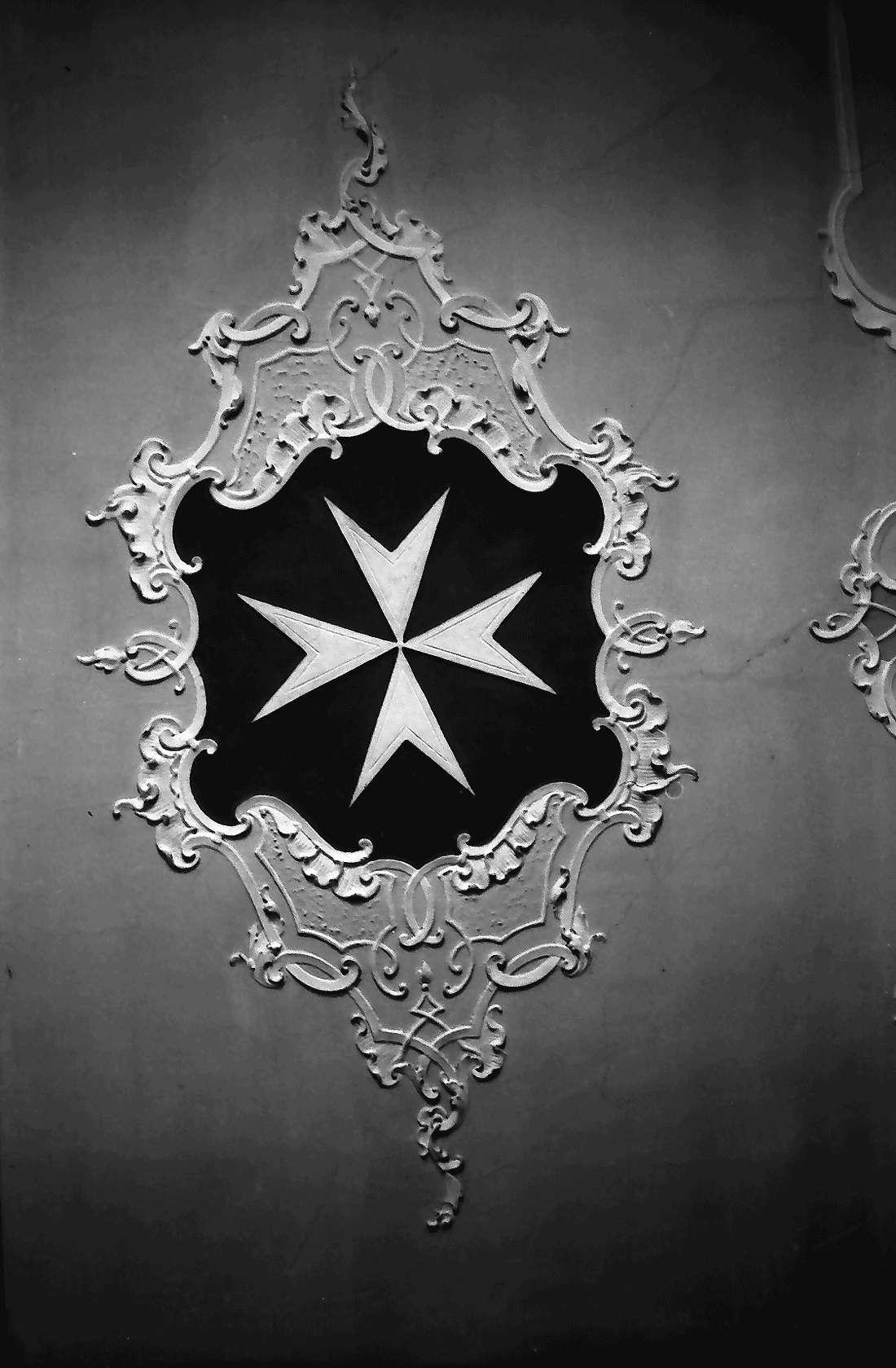 Heitersheim: Malteserwappen in der Stuckatur, Bild 1