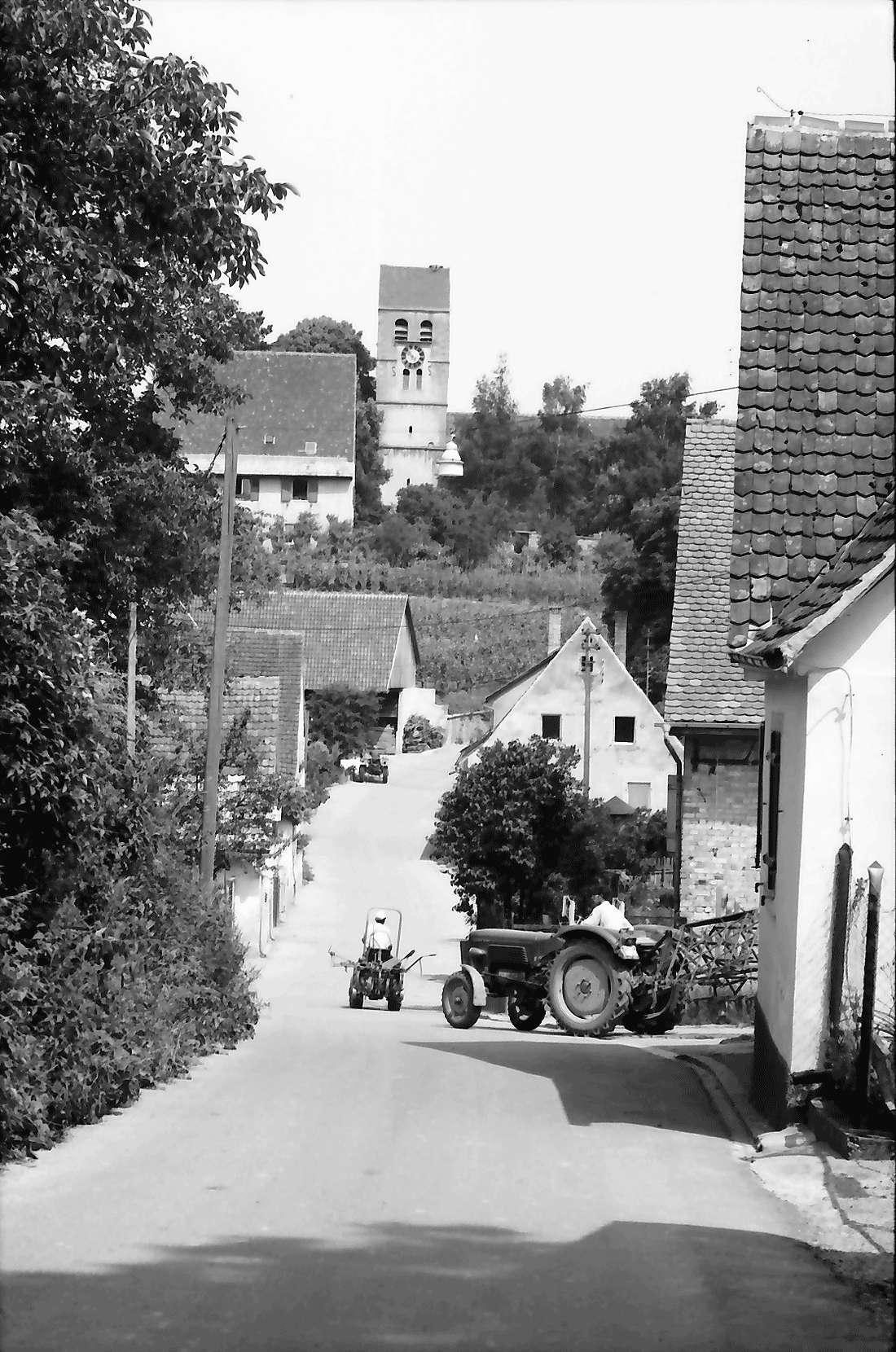 Betberg: Gasse mit Kirchturm, Bild 2