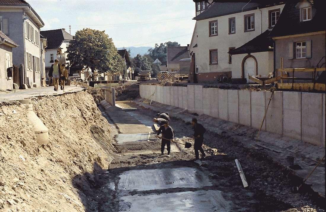 Heitersheim: Sohlenarbeiten des Kanals, Bild 1
