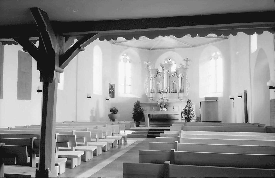 Betberg: Evangelische Kirche nach der Renovierung; innen; Altar und Orgel im Chor, Bild 2