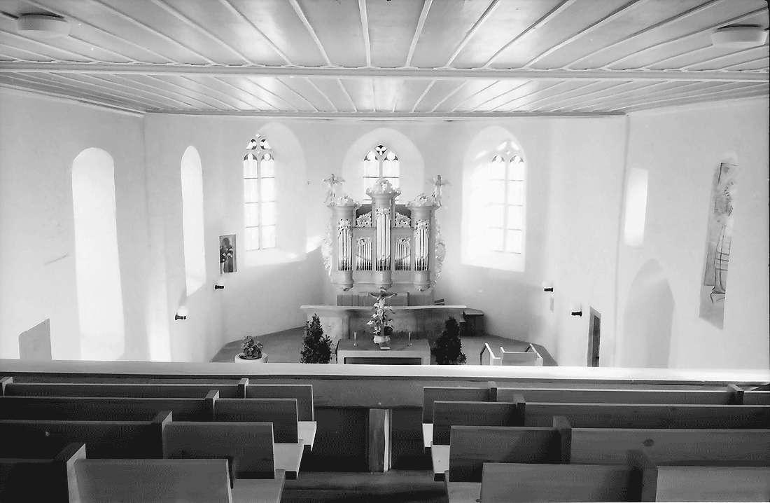 Betberg: Evangelische Kirche nach der Renovierung; von der Empore zum Chor, Bild 2