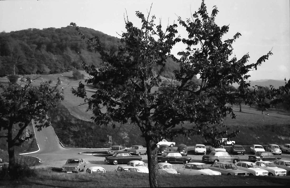 Ebringen: Parkplatz an der Berghausener Kapelle bei Ebringen, Bild 1