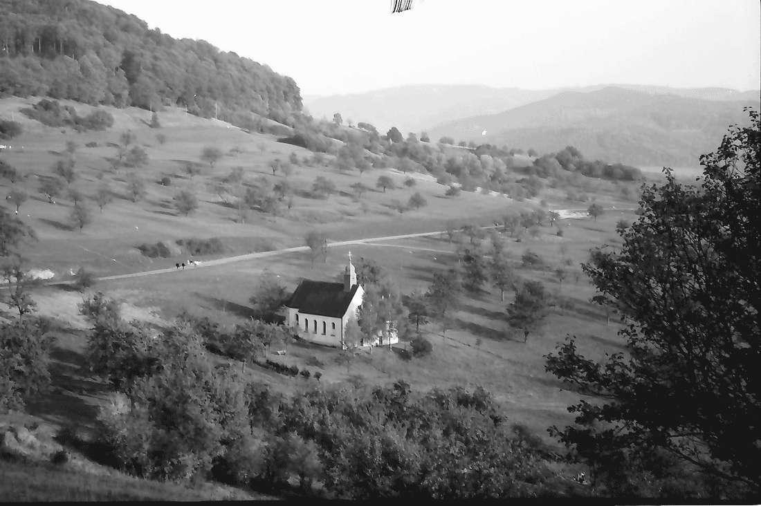 Ebringen: Berghausener Kapelle von oben, Bild 2