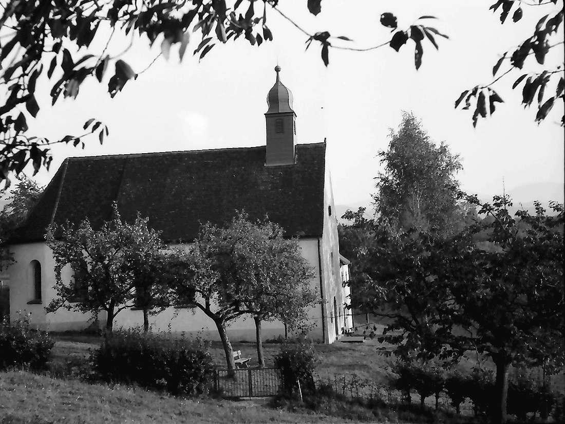 Ebringen: Berghausener Kapelle; nahe, Bild 1