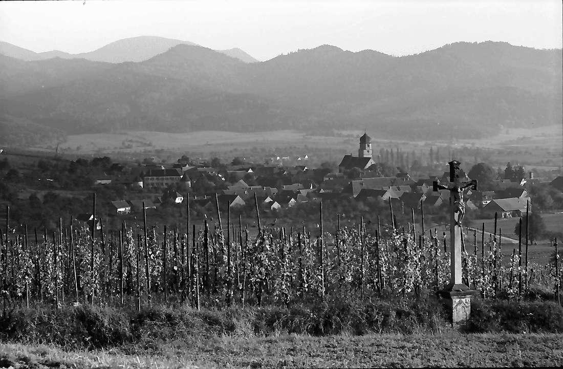 Kirchhofen: Blick vom Batzenberg auf Kirchhofen, Bild 1