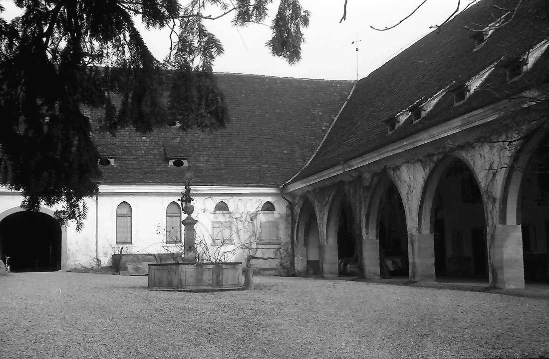 Laufen: Schlosshof, Bild 1