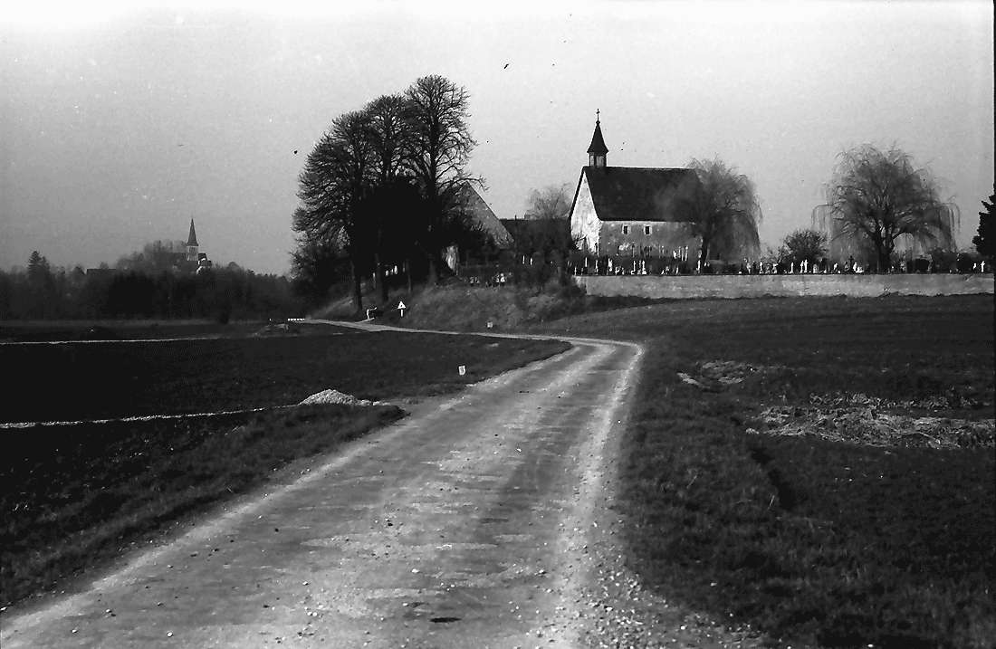 Biengen: Friedhofskapelle bei Biengen, Bild 2
