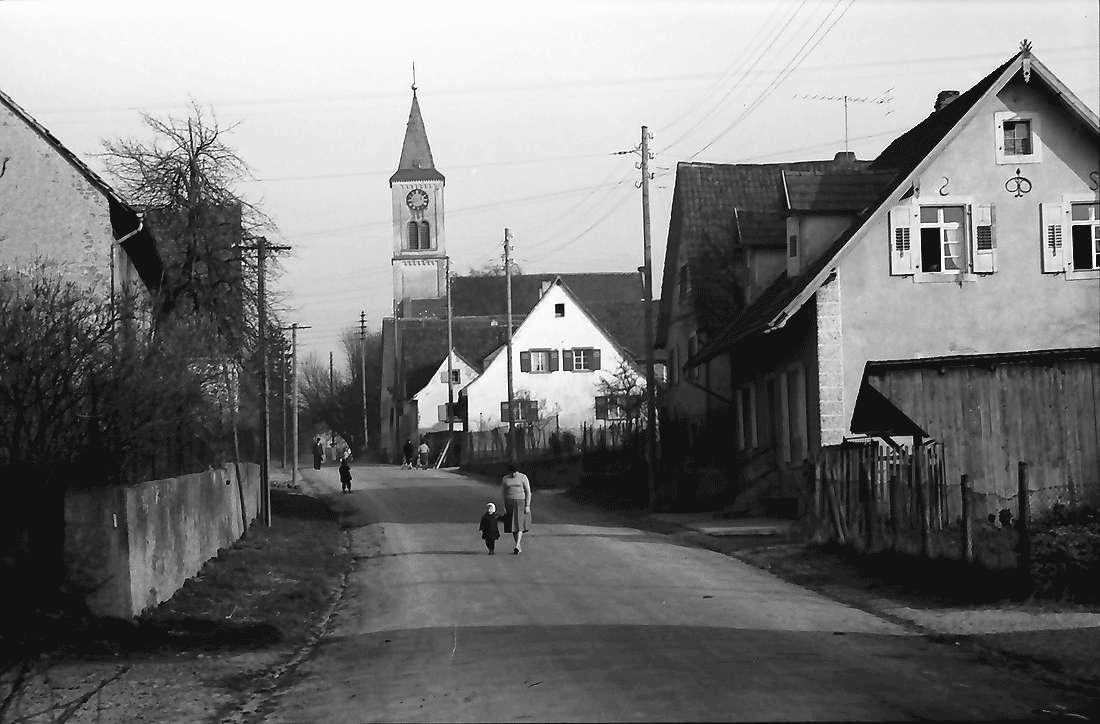 Mengen: Dorfstraße, Bild 1