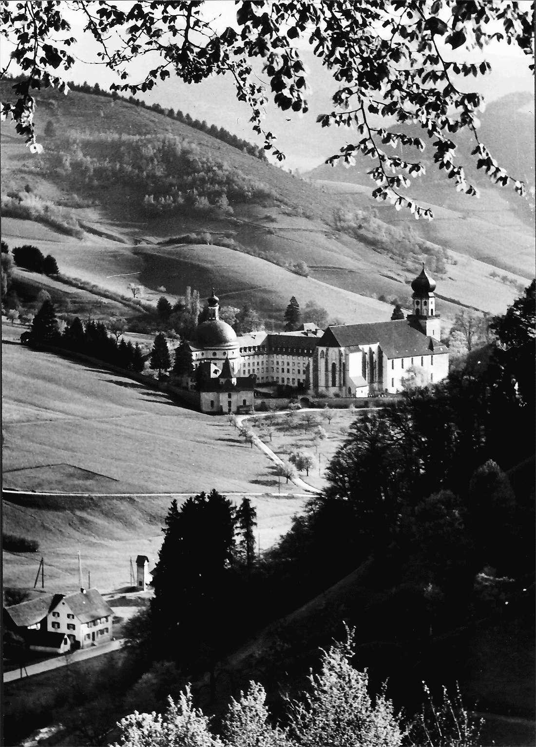 Münstertal: St. Trudpert; Blick von oben ins Obermünstertal mit St. Trudpert, Bild 2