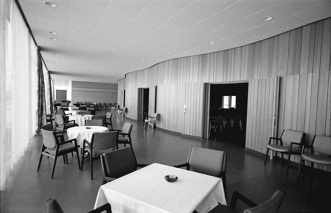 Bad Krozingen: Neues Kurhaus; Umgang mit Tischen, Bild 1
