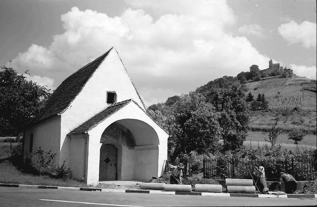 Staufen: Magdalenenkapelle mit Burg (renoviert), Bild 2