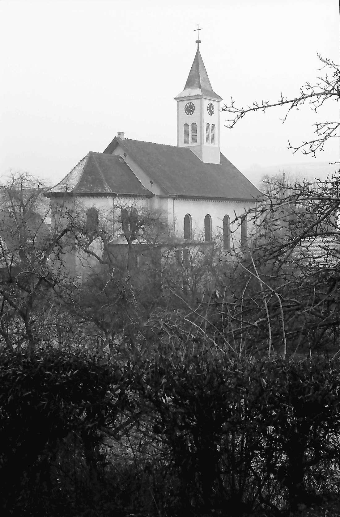 Norsingen: Kirche vom Bahnhof aus, Bild 1