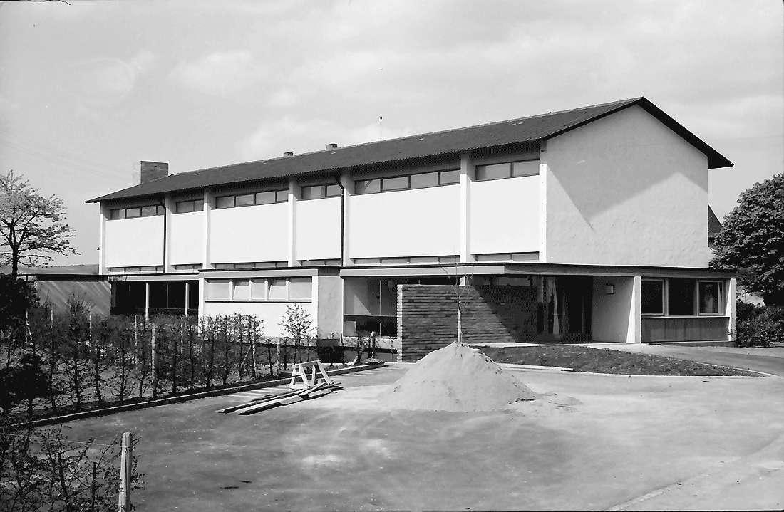 Kirchhofen: Neue Schule; Südansicht mit Eingang, Bild 2