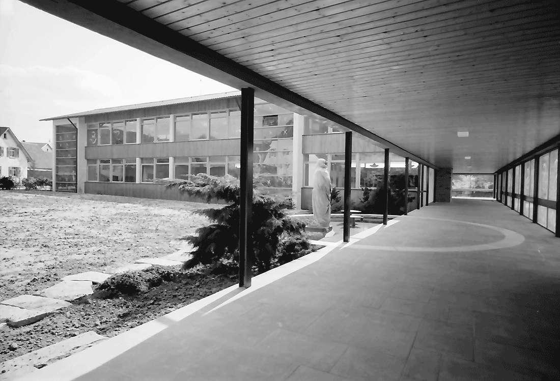 Kirchhofen: Neue Schule; Verbindungsgang, Bild 1