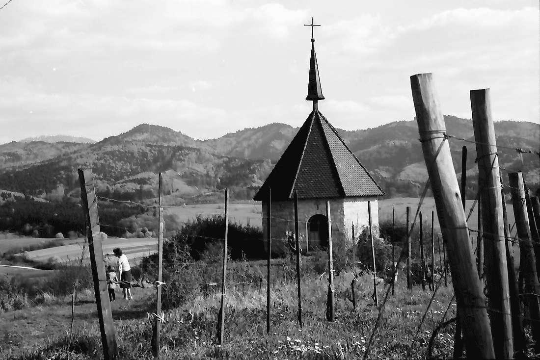Kirchhofen: Ölbergkapelle mit Blick zum Schwarzwald, Bild 1