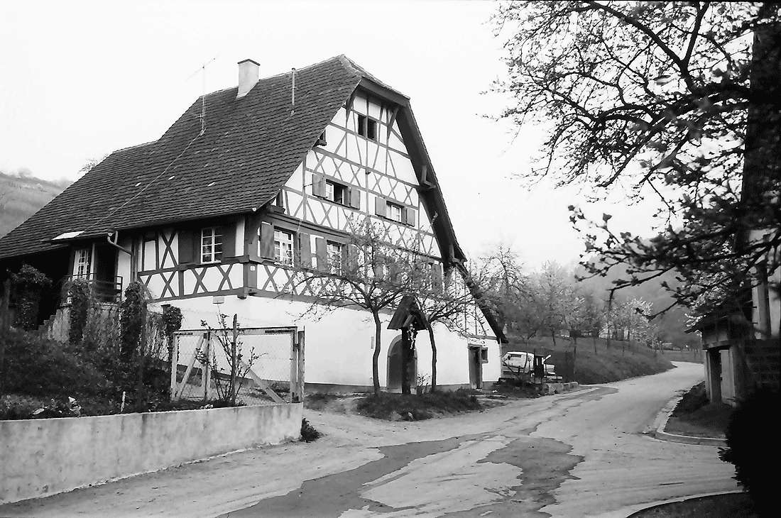Ebringen: Altes Fachwerkhaus, Bild 1