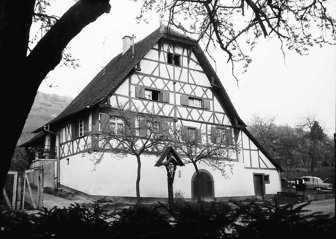 Ebringen: Altes Fachwerkhaus, Bild 2